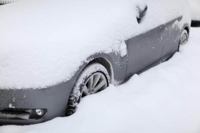 Få ryddet din bil og fortov med snerydning og ejendomsservice