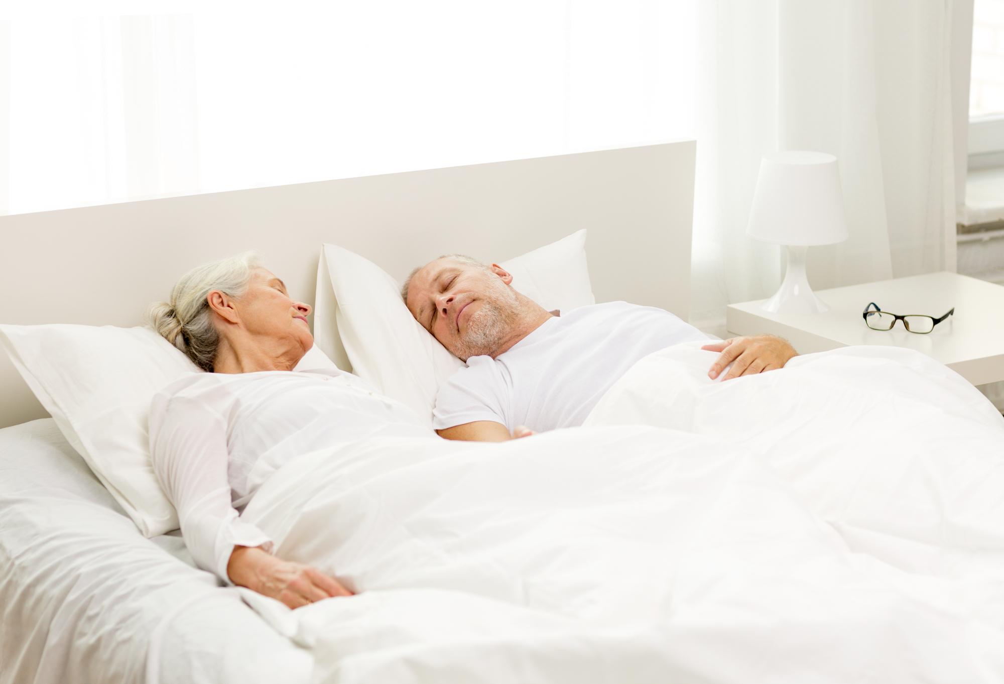 Ældre par i seng